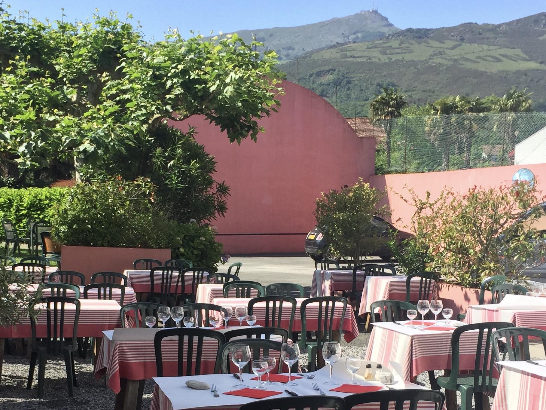 terrasse restaurant larralde