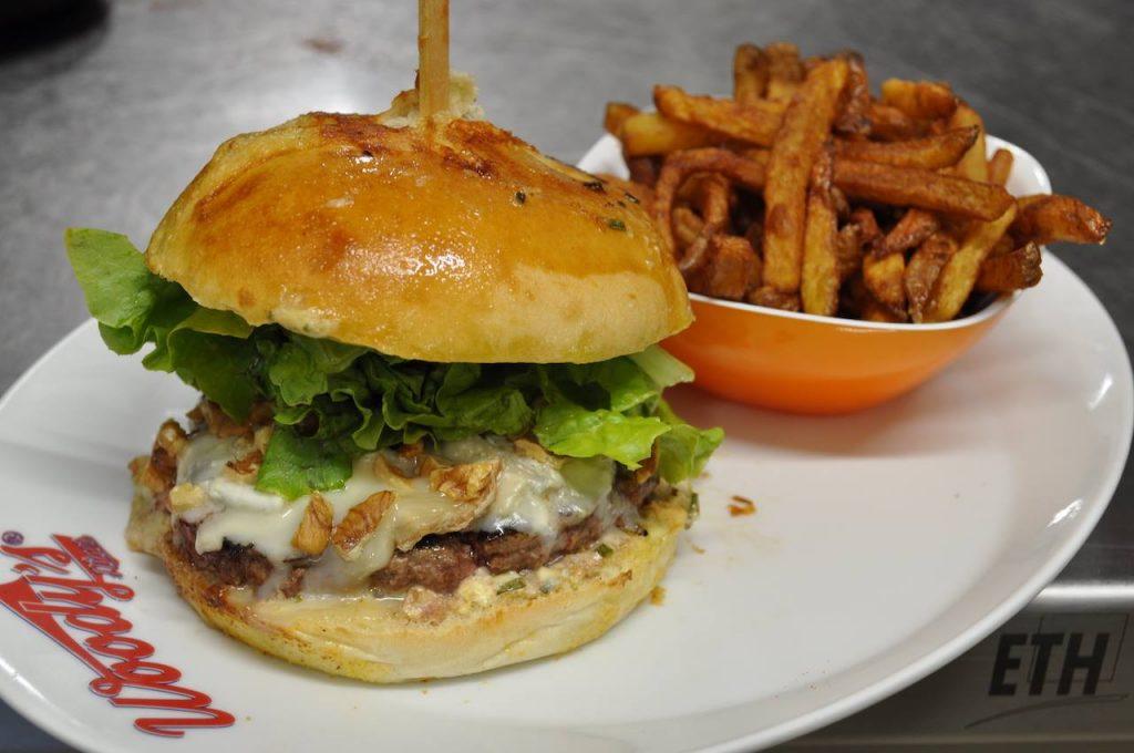 burger woody's diner