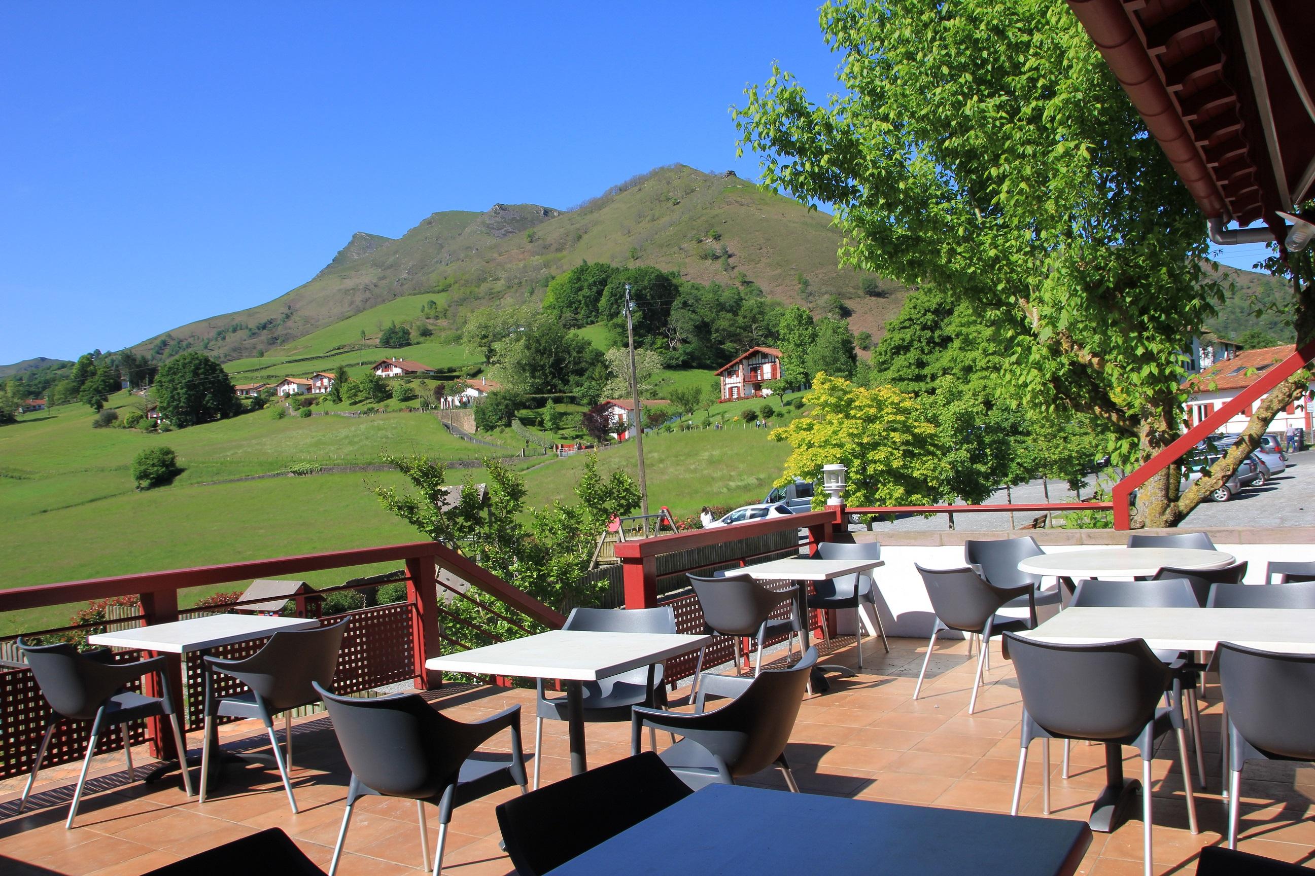 Restaurants Bidarrays la terrasse de l'auberge iparla