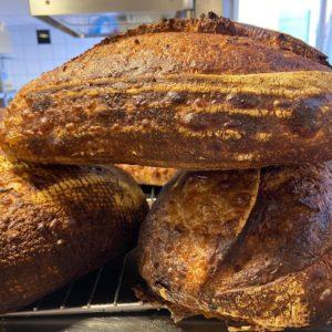 3 belles miches de pain au levain naturel